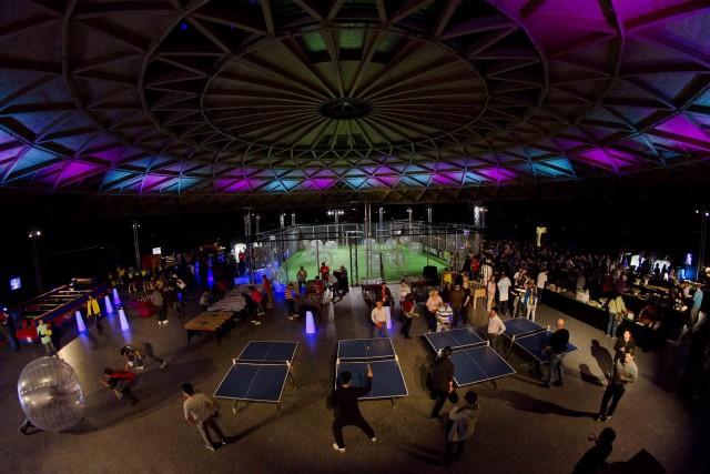 Evento deportivo nocturno en La Cúpula
